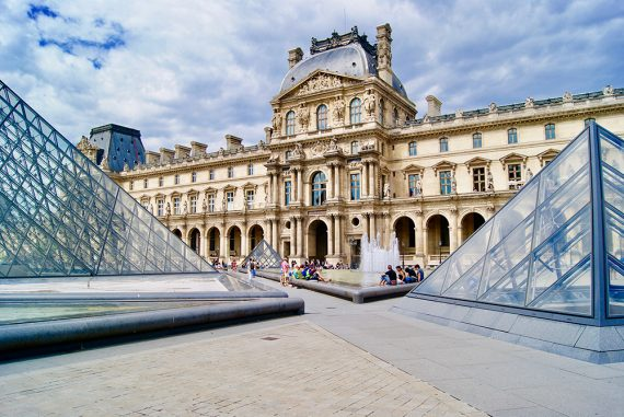 Paris Musee de Louvre photo by Linda Hammoum @curlynonsense