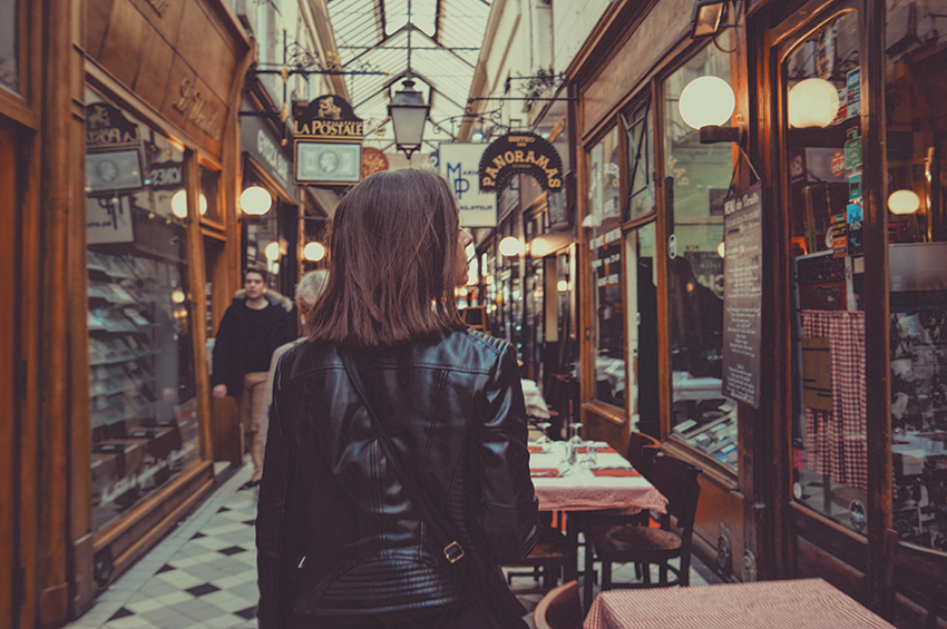 Shopping in Paris by Tristan Colangelo, Unsplash